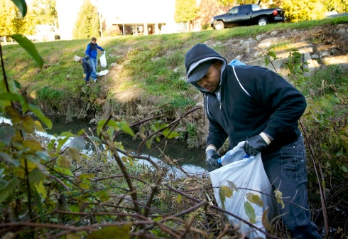 Everett from Spirit of Faith Soup Kitchen pitching in with cleanup.